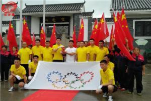 """热烈欢迎中国鸽坛""""奥运""""圣火传递 至重庆宏艺翔春棚"""